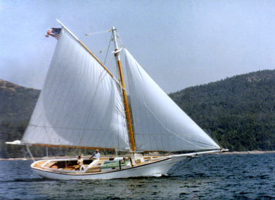 THE LUCY BELL UNDER SAIL